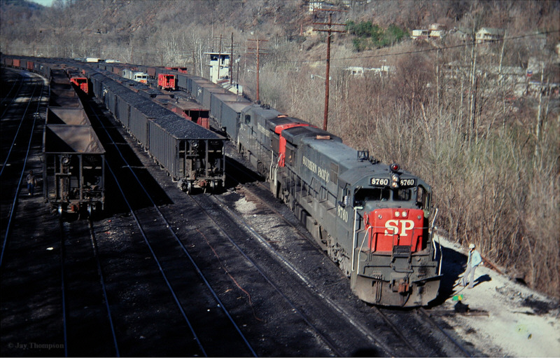 SP U33Cs on L&N, Hazard, KY
