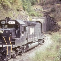 N&W SD40-2 1643, Rait Tunnel, WV