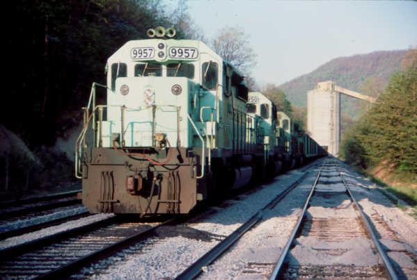 O&W SD40-2 9957, Clover, KY