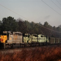 L&N SD40-2 leading O&W Green Train, Conasauga, TN