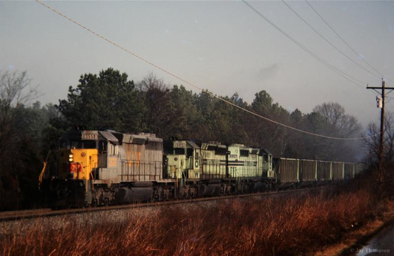 L&N SD40-2 leading O&W Green Train, Conasauga, TN