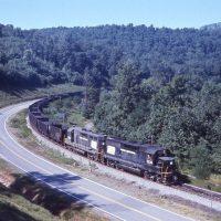 PC GP40 3216 leads train at Lumber City, PA