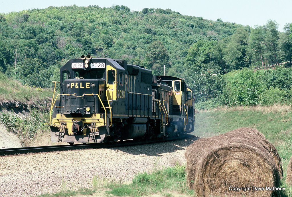 P&LE 2028 on MGA Manor Branch, PA