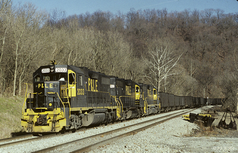 P&LE GP38 2033 on MGA, Clarksville, PA