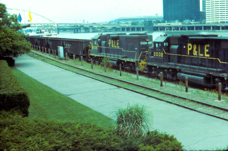 P&LE GP38s, Pittsburgh, PA