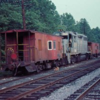 SBD GP38 and cabooses, Hazard, KY