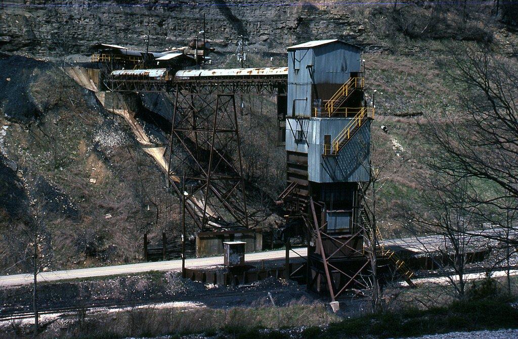 SBD Tesoro Coal Co loader at Wahoo, KY